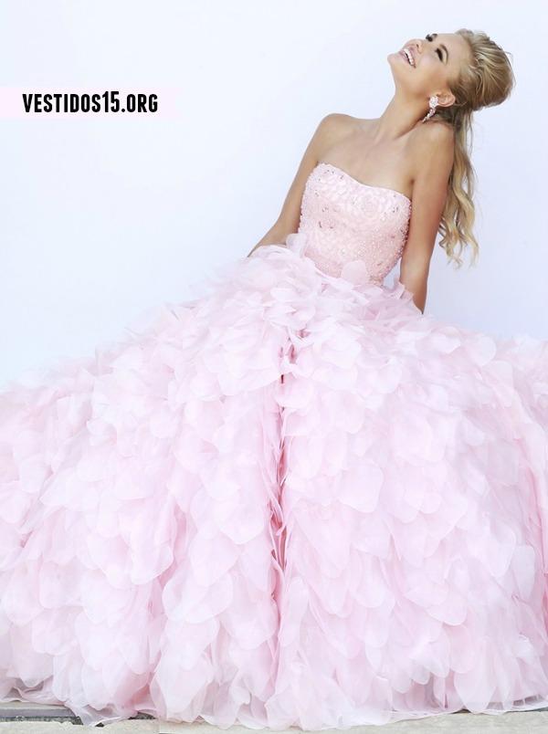 Vestido quinceañera con pedrería strapless