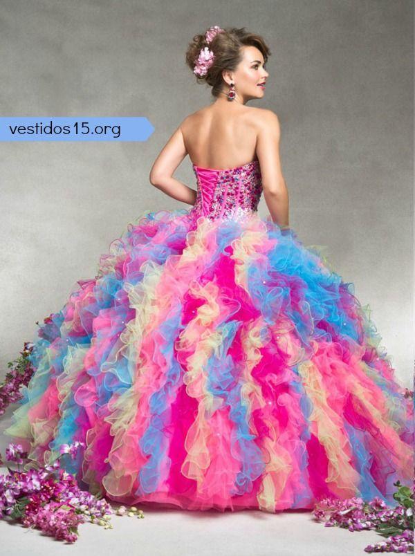 Vestido para quinceañera de colores arcoiris